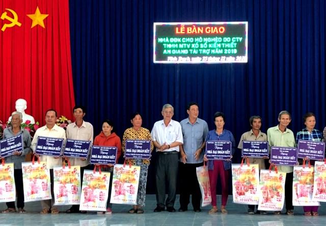 An Giang: Trao 34 căn nhà Đại đoàn kết cho hộ nghèo ở huyện Thoại Sơn