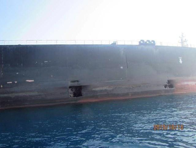 Iran công bố ảnh tàu dầu bị thủng lớn do trúng tên lửa - 2