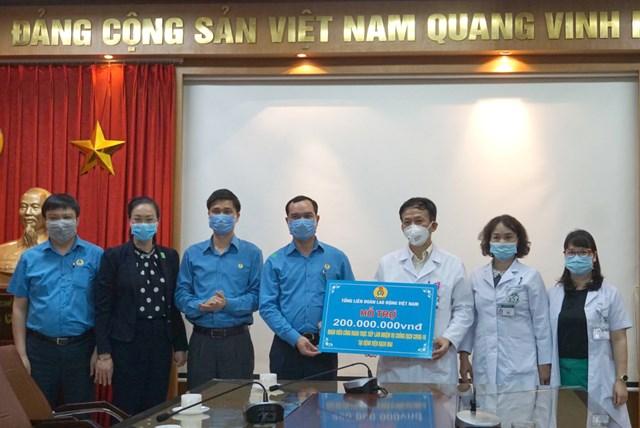 Tổ chức Công đoàn Việt Nam ủng hộ 2 tỷ đồng phòng chống dịch