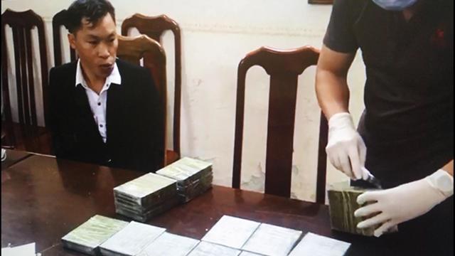 Khởi tố 3 đối tượng vận chuyển 20 bánh herointừ Tây Bắc về Hà Nội