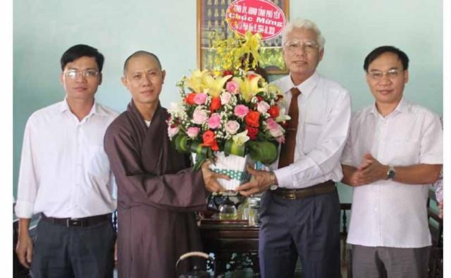 Lãnh đạo tỉnh Phú Yên thăm, chúc mừng các cơ sở Phật giáo nhân Đại lễ Phật đản, Phật lịch 2564