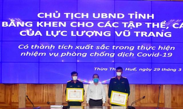 Thừa Thiên - Huế: Tặng Bằng khen cho bộ đội phòng, chống dịch Covid-19