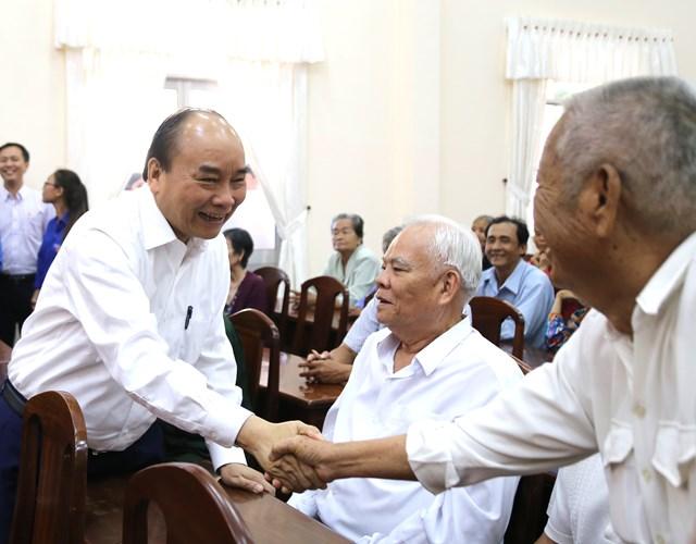 Thủ tướng Nguyễn Xuân Phúc tặng quà Tết gia đình chính sách, hộ nghèo, công nhân tại Cần Thơ - 1