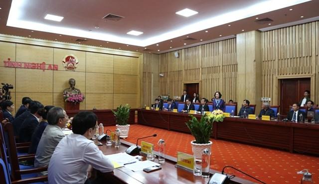 Bà Trương Thị Mai thăm, tặng quà tại Nghệ An - 1