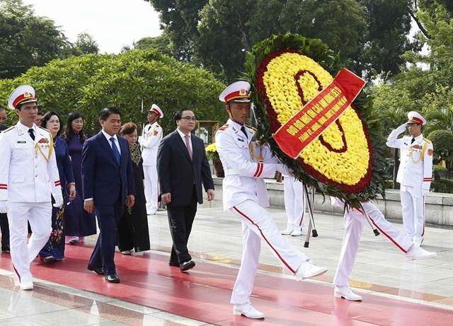 [ẢNH] Lãnh đạo Đảng, Nhà nước, MTTQ Việt Nam vào Lăng viếng Chủ tịch Hồ Chí Minh - 12