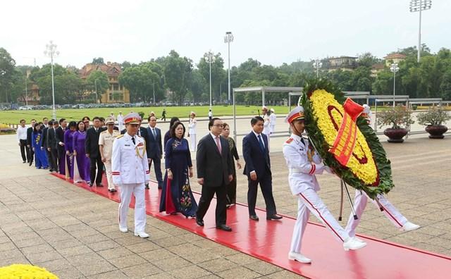 [ẢNH] Lãnh đạo Đảng, Nhà nước, MTTQ Việt Nam vào Lăng viếng Chủ tịch Hồ Chí Minh - 13