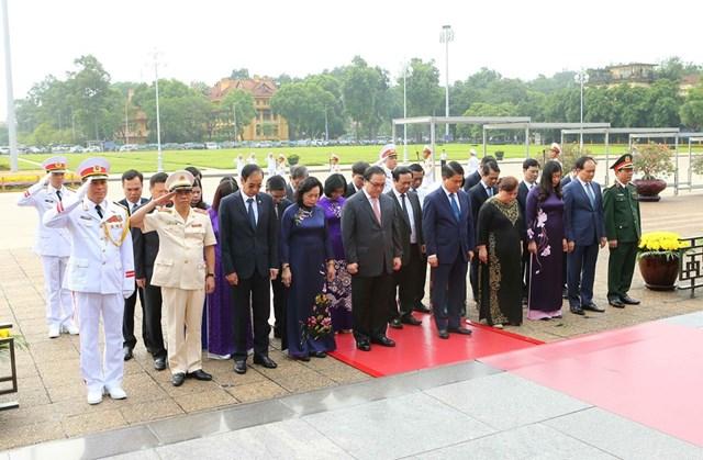 [ẢNH] Lãnh đạo Đảng, Nhà nước, MTTQ Việt Nam vào Lăng viếng Chủ tịch Hồ Chí Minh - 14