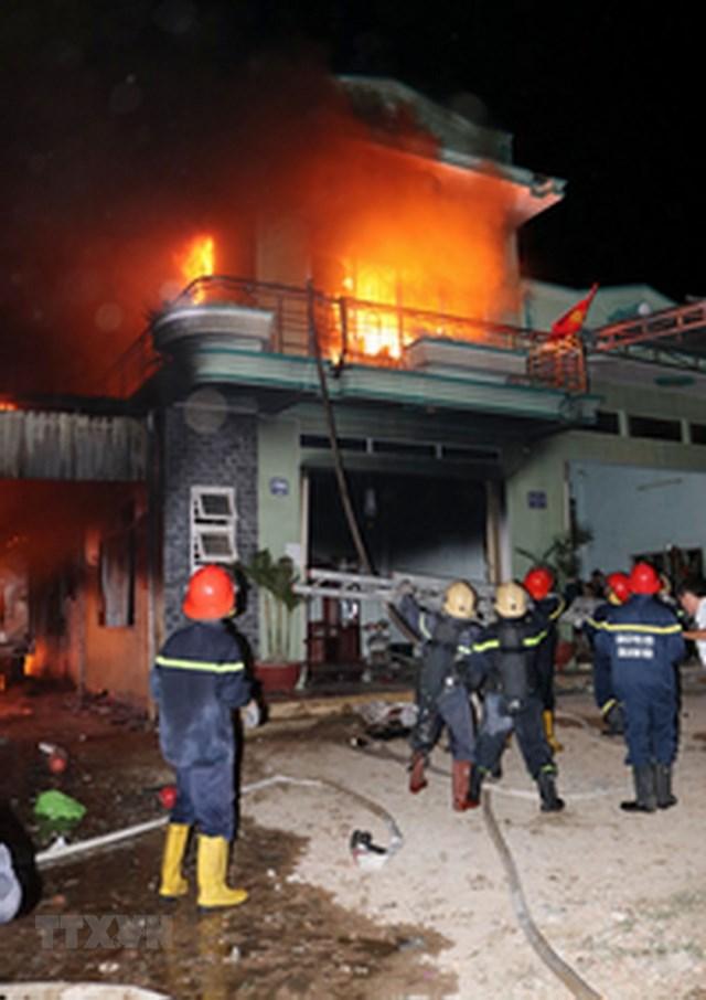 [ẢNH] Cháy lớn thiêu rụi kho hàng điện máy ở Ninh Thuận - 3