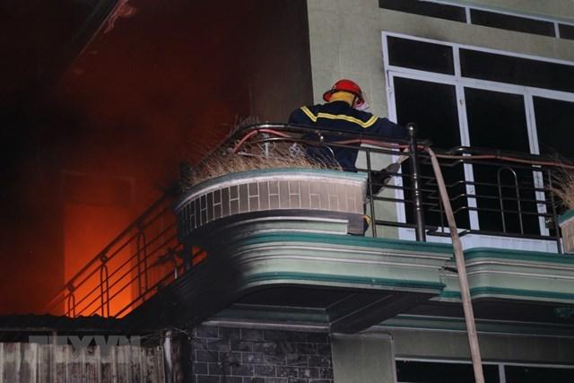 [ẢNH] Cháy lớn thiêu rụi kho hàng điện máy ở Ninh Thuận - 2