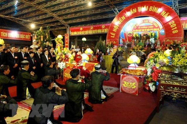 Hàng nghìn du khách thập phương về dự lễ hội Đền Trần Thái Bình