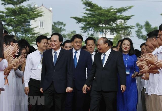[ẢNH] Thủ tướng dự Lễ khai giảng năm học mới tại trường THPT Sơn Tây