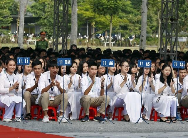 [ẢNH] Thủ tướng dự Lễ khai giảng năm học mới tại trường THPT Sơn Tây - 3