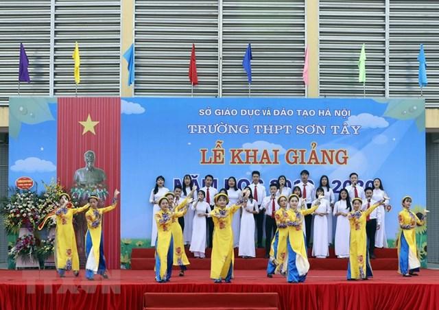 [ẢNH] Thủ tướng dự Lễ khai giảng năm học mới tại trường THPT Sơn Tây - 4