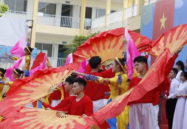 [ẢNH] Thủ tướng dự Lễ khai giảng năm học mới tại trường THPT Sơn Tây - 5