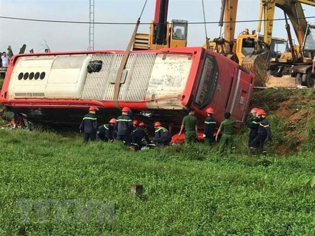 Hà Tĩnh: Lật xe khách giường nằm, 5 người thương vong