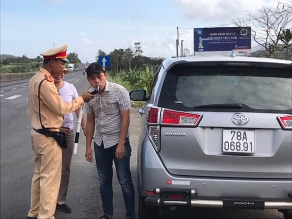 Phú Yên: CSGT Tuy An xử phạt 23 trường hợp 'uống rượu bia vẫn lái xe' - 1