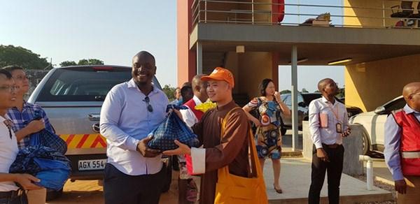 Giáo hội Phật giáo Việt Nam hỗ trợ gạo cho các nạn nhân bão tại Mozambique - 1