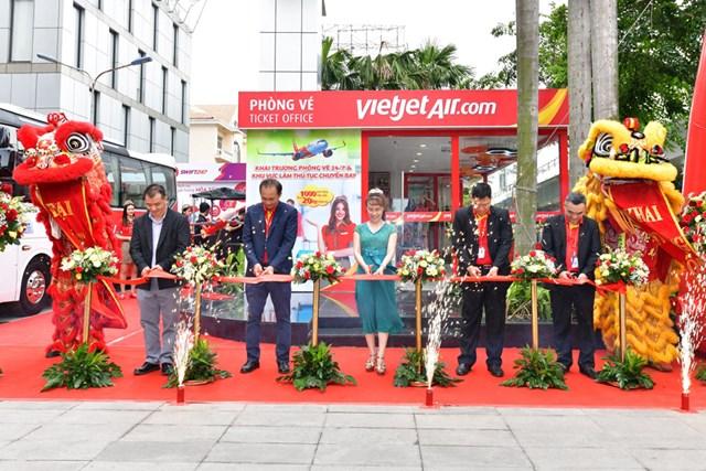 Vietjet khai trương phòng vé mới cùng tổ hợp dịch vụ toàn diện cho khách hàng