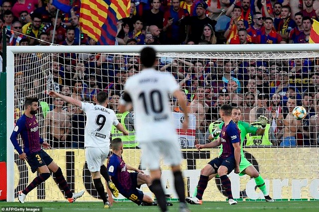 Barcelona - Valencia: Bại binh phục hận - 1