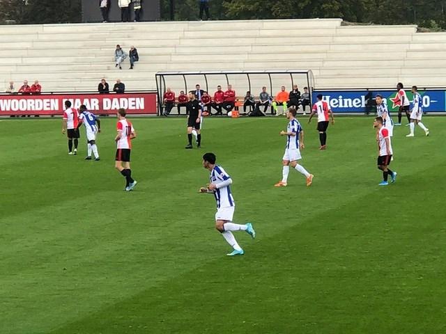 Văn Hậu lần đầu đá chính, đội hình hai Heerenveen hoà Feyenoord