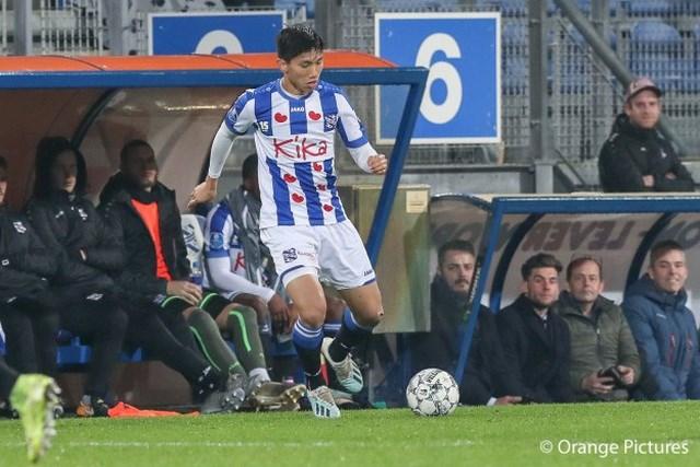 Văn Hậu hết cửa ra sân ở trận gặp Feyenoord