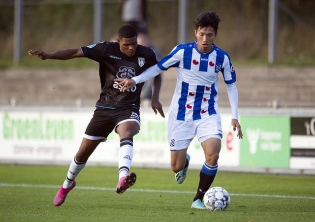 Văn Hậu chấn thương trong ngày Jong Heerenveen thắng Jong Willem II 9-1