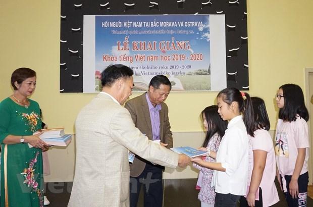 Chuẩn hóa việc dạy và học tiếng Việt trong cộng đồng tại Séc - 2