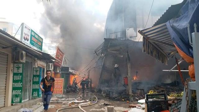 Hà Nội: Đang cháy cực lớn ở chợ Quang, Thanh Liệt - 8