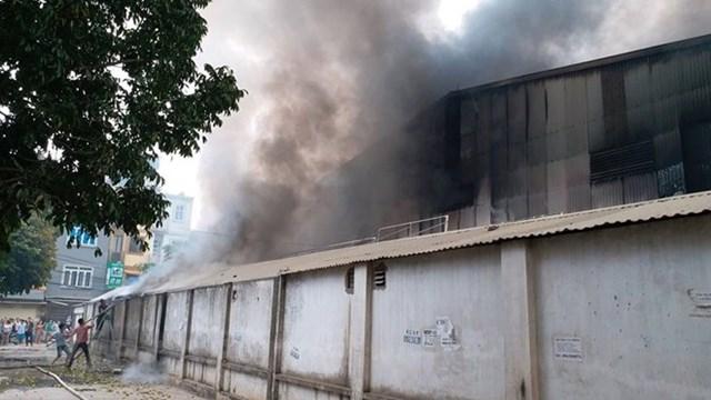 Hà Nội: Đang cháy cực lớn ở chợ Quang, Thanh Liệt - 9
