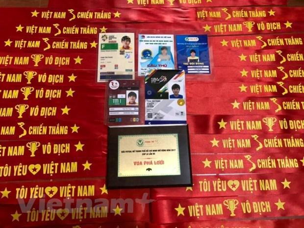 Cổ động viên đổ về nhà 'tiền vệ thép' cổ vũ đội tuyển nữ Việt Nam - 1