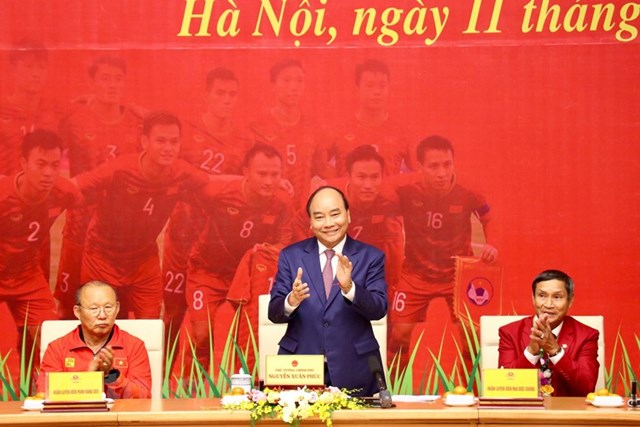 Thủ tướng gặp mặt Đội tuyển bóng đá nam và nữ giành HCV SEA Games 30