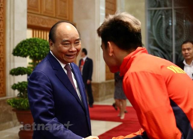 Thủ tướng gặp mặt Đội tuyển bóng đá nam và nữ giành HCV SEA Games 30 - 3