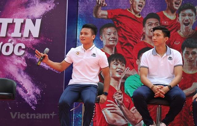 Đoàn Văn Hậu và dàn sao Hà Nội FC so tài cùng các học sinh