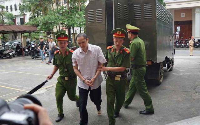 Vụ gian lận thi cử Hà Giang: Nhắn tin Phó Chủ tịch tỉnh vì bị 'gây khó khăn'