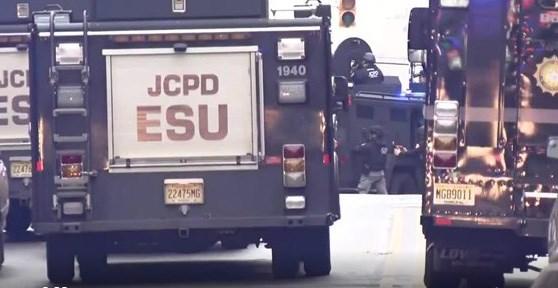 [VIDEO] Mỹ: Xả súng kinh hoàng ở New Jersey, ít nhất 6 người thiệt mạng
