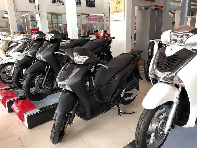 Xe máy đồng loạt tăng giá, chênh cao nhất 17 triệu đồng - 1