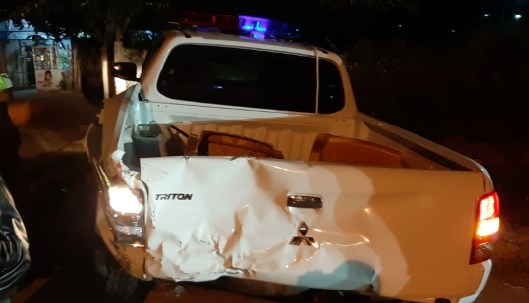 Kon Tum: Xe CSGT bị xe tải tông bay qua mương nước