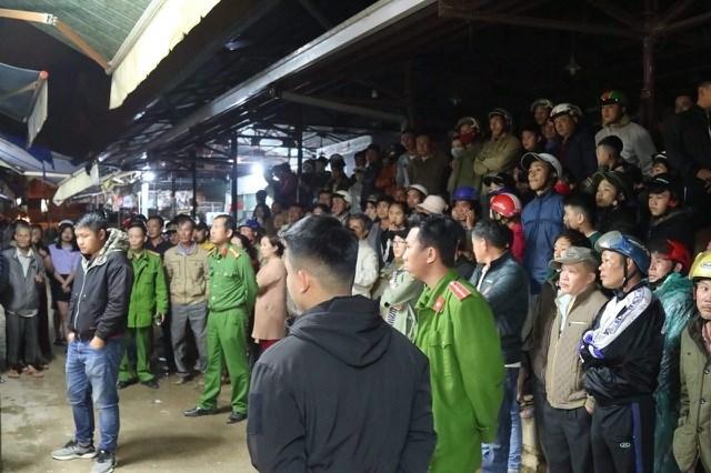 Lâm Đồng: Người dân vây bắt, khống chế nghi can cướp tiệm vàng ngay trong đêm - 1