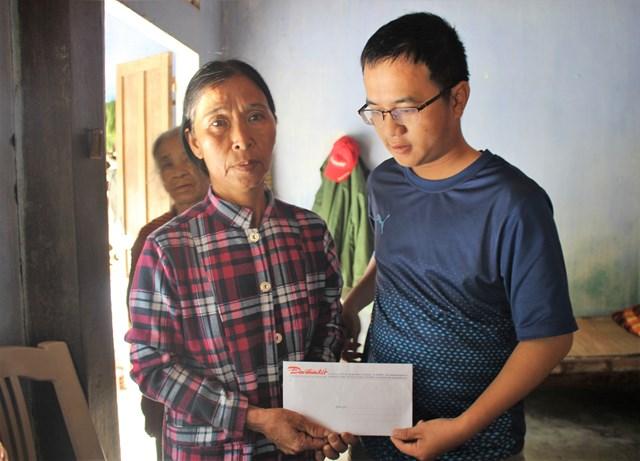 Quảng Nam: Văn phòng Báo Đại Đoàn Kết trao tiền bạn đọc hỗ trợ gia đình dân quân cứu người tử vong