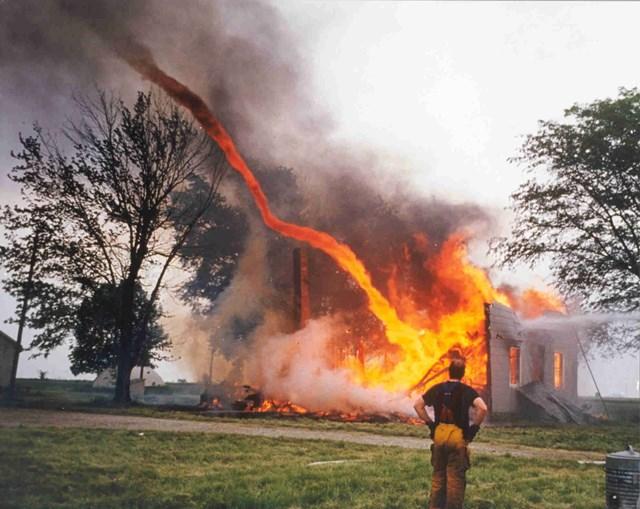 Lốc xoáy lửa lạ thường