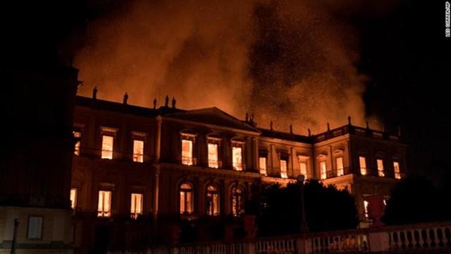 Điểm lại những vụ hỏa hoạn thiêu rụi các di sản văn hóa thế giới - 1