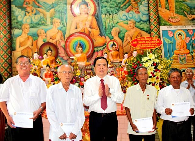 Lựa chọn những cá nhân người Khmer tiêu biểu tham gia Mặt trận các cấp - 7
