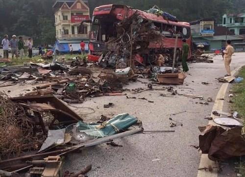 Ôtô tải tông xe giường nằm ở Hòa Bình, 3 người chết - 1