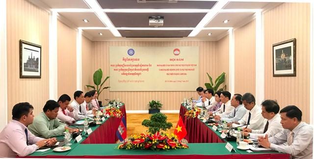 BẢN TIN MẶT TRẬN: Tô thắm tình hữu nghị Việt Nam - Campuchia