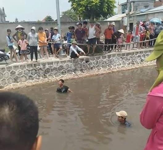 Nam Định: Rơi từ cầu xuống sông, 2 học sinh tử vong