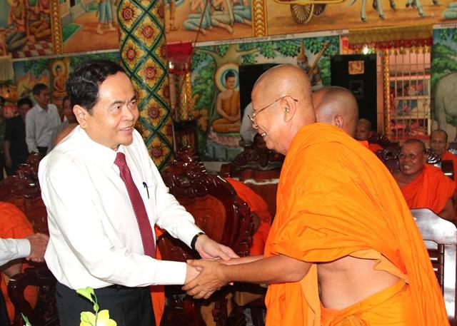 Lựa chọn những cá nhân người Khmer tiêu biểu tham gia Mặt trận các cấp - 2