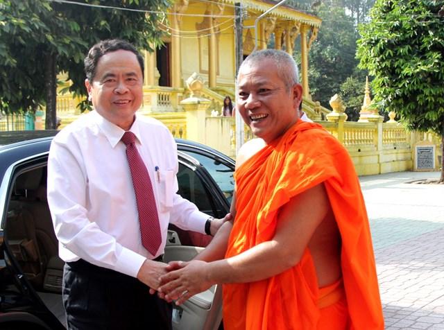 Lựa chọn những cá nhân người Khmer tiêu biểu tham gia Mặt trận các cấp - 1