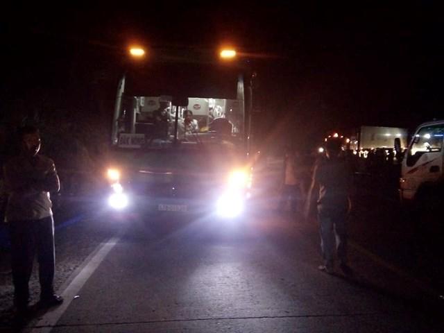 Xe khách va chạm với xe máy, 2 thiếu nữ tử vong