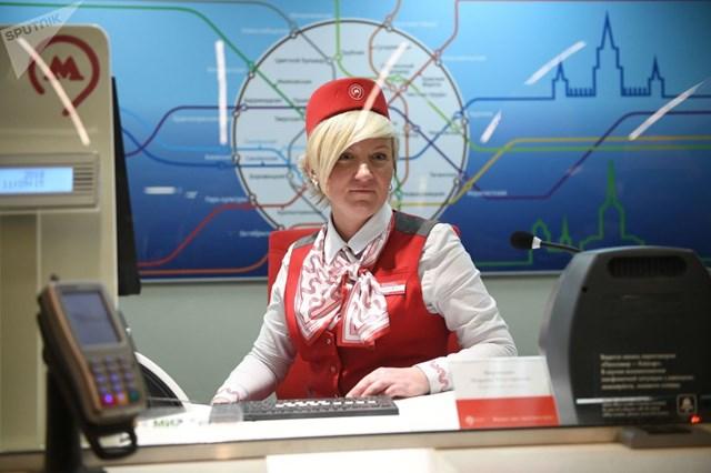 [ẢNH] Kỷ niệm 84 năm 'Moscow Metro': Chuyến tàu vượt 'thời gian' đẹp nhất thế giới - 13
