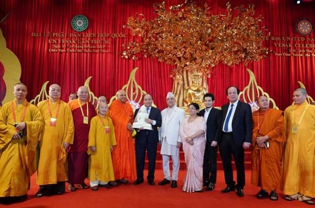 [ẢNH] Thủ tướng Nguyễn Xuân Phúc dự Lễ Khai mạc Đại lễ Vesak 2019 - 6